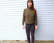 VNTG pea green mock turtleneck sweater super soft 90s