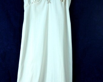 Sultry Vintage Van Raalte Full Slip Creme Nylon Taupe Lace Applique Sheer Chiffon Trim 1950s Mid-Century Lingerie New Look Fashion