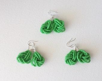 Bridesmaid  light kelly green earrings, seed bead earring, green earrings,knot earrings,beaded earrings,seed bead ,bridesmaid gift,wedding