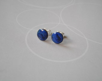 Enamel on copper, Earrings in dark blue and black, and silvered supplies.