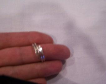 3 band silver ring, sz. 9.5