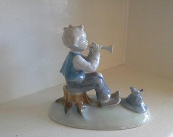 Kunstporzellan Ilmenau GDR: boy playing pipe