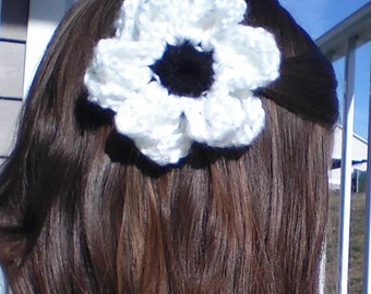 Crochet Daisy flower hair clip