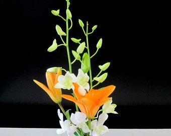 Hand-turned Ikebana vase - Display beautiful floral arrangements