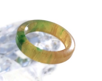 Marbled Bakelite Ring, Apple Juice and Spinach, Size 6 1/2