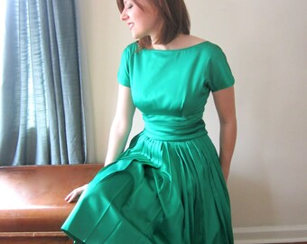 Stunning Emerald Green 50s Party Dress - Size 2