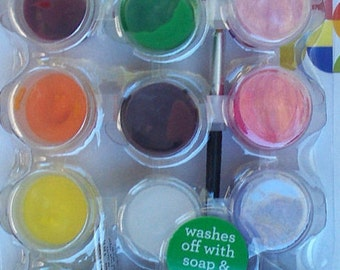 FACE PAINT Safe Non Toxic 12 pots of Face Paint W/Brush 16846C Create your own face design Washes off with soap and water 4A3E E