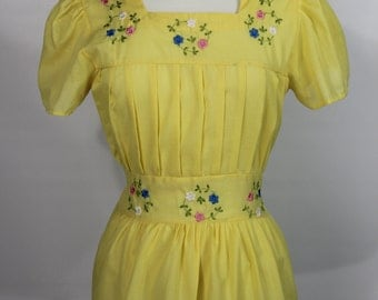 Adorable Sunshine Yellow 60's Polycotton Top With Floral Embroidery
