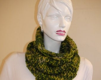 Unisex Neck warmer.  Infinity green  scarf. Cozy  Soft  Warm  Green  Unisex Neck Warmer.