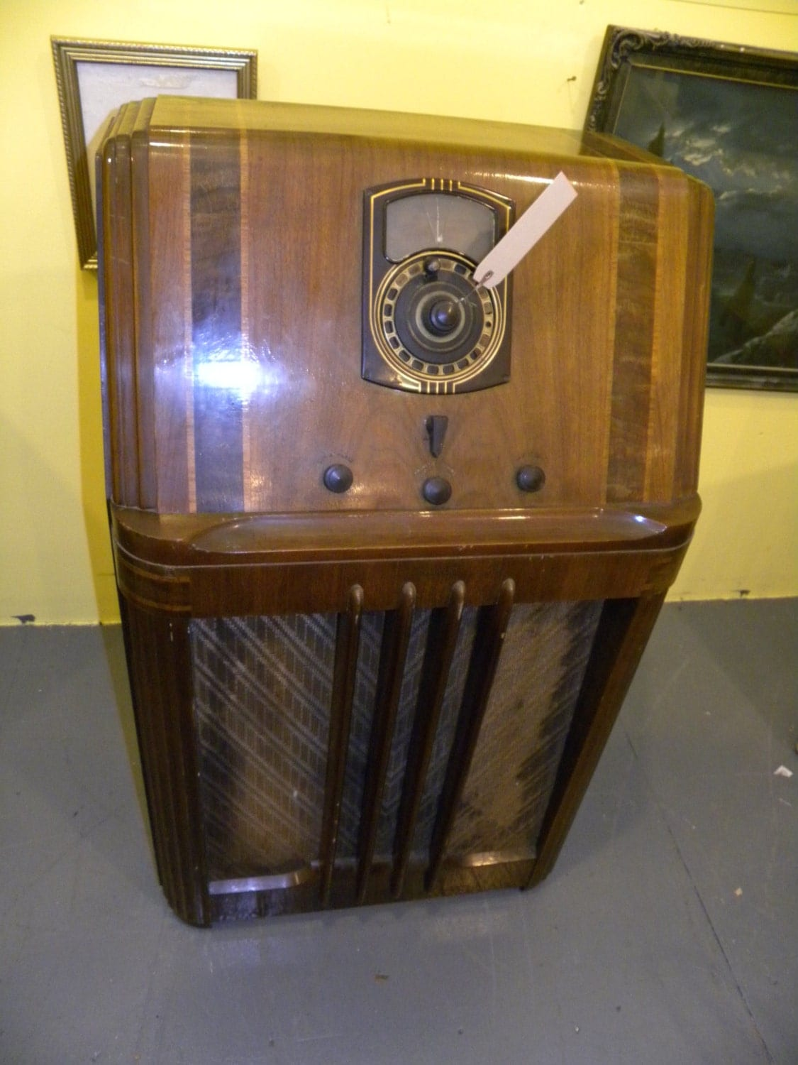Beatutiful Antique Art Deco 1938 Philco Tube Radio Floor Wood