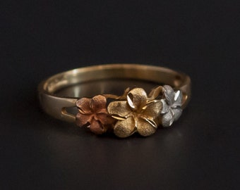 Aloha 14K gold ring with 3 plumeria flowers of 3 colors Size 7.25