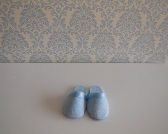 1:12 DOLLHOUSE HOUSE SLIPPERS. Blue