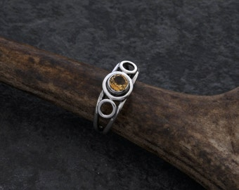 Sterling silver ring with round 5 mm faceted citrine