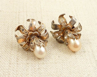 SALE --- Vintage Goldtone Blooming Clip On Earrings with Faux Pearl Accents