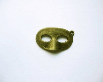 SALE - 6 Mask Charms / Pendants in Bronze Tone - C2034