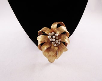 Vintage Flower Brooch/Pin with Pearls and Rhinestones