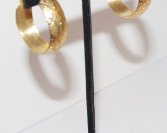 Gold Tone Hoop Earrings Pierced                              -          S820