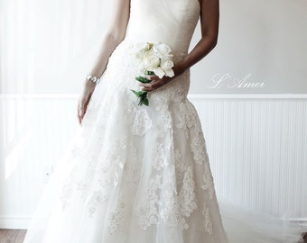 Custom Made Classical French Lace Tulle Wedding Dress with Sweetheart Neckline and Bling Accents