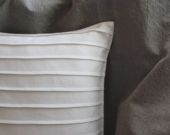 Off white linen pillowcase for throw cushion - minimalist decorative pillows by LINENSPACE | 0021