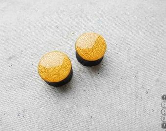 "Yellow ear paint plugs wooden gauges,4,5,6,8,10,12,14,16,18,20,22,24,26,28 - 60mm;6g,4g,2g,0g,00g;1/4,5/16,3/8,1/2,9/16,5/8,3/4,7/8,1 1/4,1"""