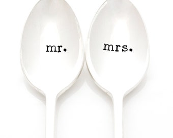 Mr and Mrs hand stamped wedding spoons. Wedding table setting. Unique Engagement Gift Idea.