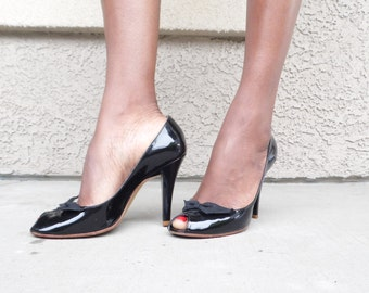 80s Marc Jacobs Classic Patent Leather Pee-Toe Bow Pumps