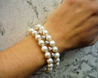 Cultured pearl bracelet. Gold White 18 k. Entrepiezas decorated with diamonds. Vintage 1990s decade.