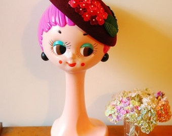 Vintage retro 60's Twiggy Head in fiberglass material, hat display