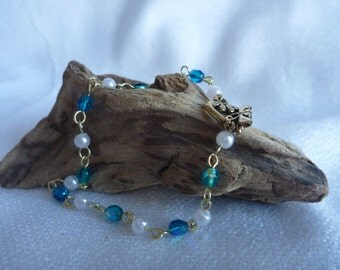 Blue and pearl beaded gold bracelet