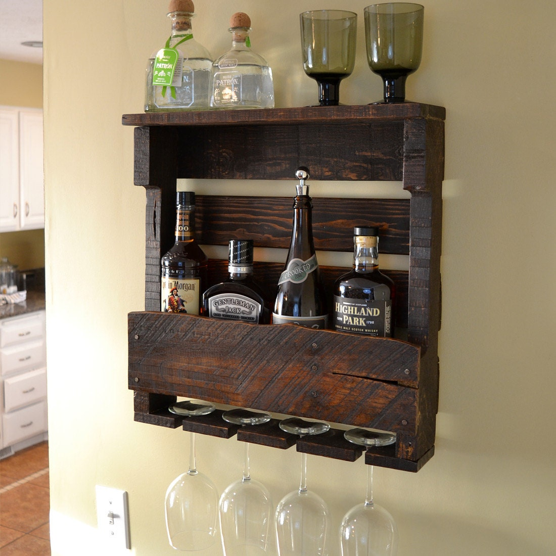 Small pallet wine rack espresso walnut by vinogrotto on etsy for Pallet wine cabinet
