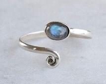 Sterling Silver Toe Ring, Labradorite Stone Toe Ring, Spiral Toe Ring, Silver Toe Ring, Gypsy Look, stylish Look, 925 Sterling Silver