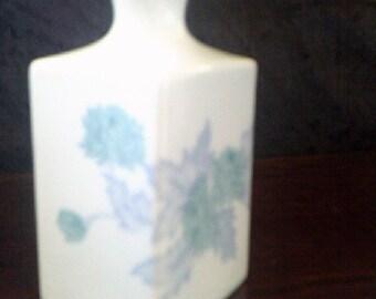 Bud Vase White Porcelain