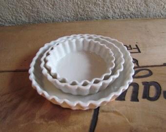 Cups in porcelain enamel