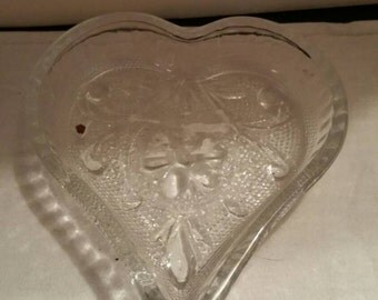 Tiara Glass Heart Nut Dish Tray