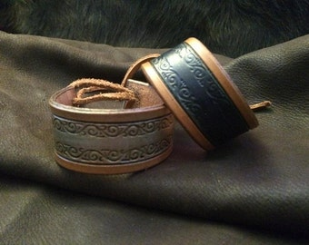 Small bracelet/cuff, decorated