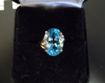 Swiss blue topaz solitare ring in 10kt gold sz 6