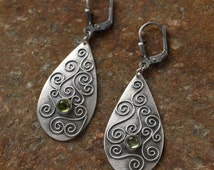 """Earrings """"power of the heart"""" - drop shaped earrings lovely made in filigrane work out of silver, with peridot gemstone"""