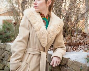 "Luxurious ""Blonde"" Vintage Fur Collar Coat"