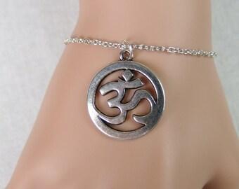 large om bracelet, ohm Buddha yoga charm bracelet, silver om charm on silver plated chain, boho yoga jewelry, ohm gift, adjustable bracelet