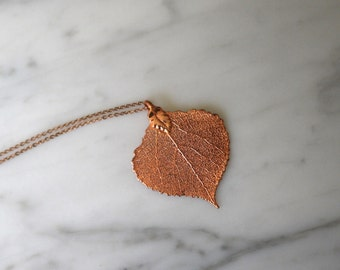 Metallized leaf pendant necklace.