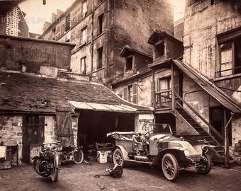 Eugene Atget photo, Rue de Valence, courtyard with car, motorcycles, 1900s