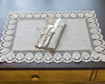 Set of 2 Linen Placemat with Classic Gray Lace and 2 Napkins