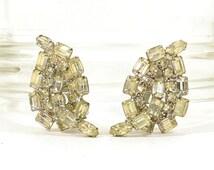 Rhinestone Earrings / Vintage 1960s Clear Rhinestone Clip Earrings