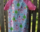 Kids Hospital Gown, Princess Castle, size 2/4. INCLUDES matching doll gown.