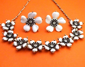 Vintage 50s Lucite and Rhinestone Flower Necklace and Earrings