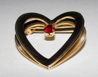 Vintage 3D Gold tone Ruby Red Rhinestone Heart brooch pin - 70s, costume jewelry, love, gift, anniversary