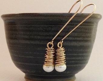 Gold Pearl Earrings - Drop Pearl Earrings - White Pearl Earrings - Dangle earrings made with 14k gold filled - Wedding Earrings