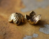 4  Antique Gold 8mm Etched Daisy Petal Bead Caps - 24k Gold Plated, 2 pairs