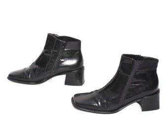 size 7 CHUNKY black leather 90s MOD zip up ankle boots