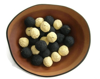 Bee bombs - Wildflower Seed Bombs in black and yellow, with flower seeds that honey bees love - for hummingbirds and butterflies - Bumblebee